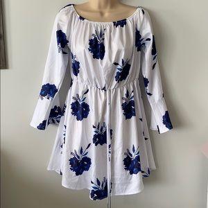 Dresses & Skirts - Juniors Long sleeve white floral dress small